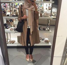 fall hijab layering look- Fall hijab outfits in warm colors… Muslim Women Fashion, Arab Fashion, Islamic Fashion, Modest Wear, Modest Outfits, Modest Fashion, Fashion Outfits, Eid Outfits, Fashion Wear