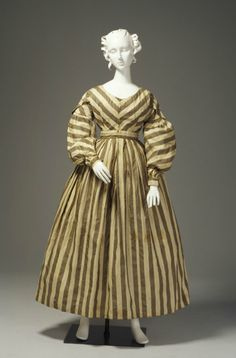 Dress silk / muslin / metal maker unknown thought to have been worn by Elizabeth Marsden, Sydney, New South Wales, Australia 1825 - 1835 Powerhouse Museum Collection 1800s Fashion, 19th Century Fashion, Victorian Fashion, Vintage Fashion, Old Dresses, Vintage Dresses, Vintage Outfits, Historical Costume, Historical Clothing