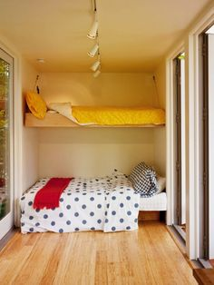 A living/sleeping room in Sunsets shipping container home - great for kids room idea, or guest room Shipping Container Buildings, Shipping Container Design, Shipping Containers, Container Cabin, Container House Design, Container Conversions, Casas Containers, Container Architecture, Prefab Homes