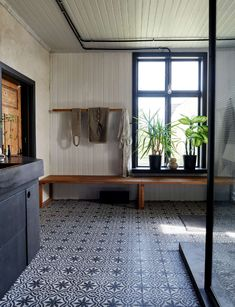 Home spa in black concrete, steele and moroccan patterned tile. Bath tub and double shower. Double Shower, Floor Patterns, Bathroom Inspiration, Bathroom Ideas, Entryway Bench, Concrete, Sweet Home, Flooring, Mirror