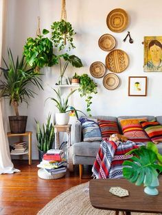 Modern Rustic Bohemian Living Room Design Ideas 66 - Aladdinslamp.net Home Design