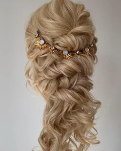 Watch this romantic downstyle by Boho Hair and Makeup unfold. Completely mesmerising to watch and completed with one of our statement crowns. Showing you different ways it can be worn. All pieces are handcrafted in our Sydney studio in Australia. Long Hair Wedding Styles, Wedding Hair Half, Long Hair Styles, Wedding Looks, Boho Hairstyles, Country Wedding Hairstyles, Short Hairstyles, Bridesmaid Hair, Prom Hair