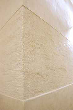 Travertine and smooth polished plaster texture applied in bands creates interest and definition.