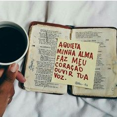 Aquieta minha alma, faz meu coração ouvir tua voz. Frases Humor, Jesus Freak, Jesus Loves You, Dear God, God Is Good, Gods Love, Jesus Christ, Bible Verses, Faith
