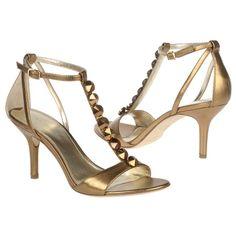 http://zapatosdefiestaonline.com/2014/06/16/zapatos-basicos-para-mujer/