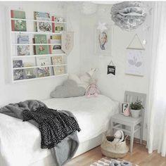 Se me ha hecho tarde...inspiración de @interiorbymaria. Buenísimas noches! #interiorismo #deco #decoracioninfantil #habitacionesinfantiles #habitacionesjuveniles #inspo #barnrum #barnerom