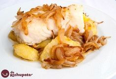 How to make baked cod or cod with Portuguese potatoes. Traditional recipe in Portugal called bacalhau Minho. potato al horno asadas fritas recetas diet diet plan diet recipes recipes Avocado Recipes, Fish Recipes, Seafood Recipes, Potato Recipes, Fish Dishes, Seafood Dishes, Kitchen Recipes, Cooking Recipes, Gourmet Desserts