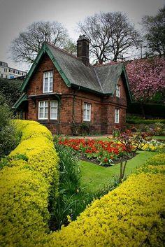 Prince Street Garden, Edinburgh, Scotland photo v...