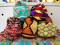 Schenken Sie die Lieblingstasche der Kolumbianer. Sie wird Ihnen immer Reiseerinnerungen an Ihre Kolumbienreise bringen.