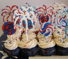 Firework cupcake toppers, if only I had seen this before yesterday (July 4th).