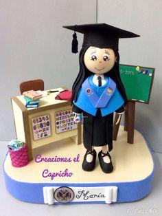 Creaciones el Capricho: Fofucha graduada en Magisterio de educación infantil.