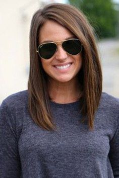 Short brown hair color and cut Hair Color And Cut, Brown Hair Colors, Level 5 Hair Color, Lighter Brown Hair Color, Medium Hair Styles, Short Hair Styles, Haircut For Thick Hair, Medium Straight Haircut, Long Hair Cuts Straight