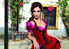 Für die limitierte Auflage des Kalenders 2012 (1000 Stück) schlüpfte Paz Vega vor der Kamera des spanischen Starfotografen Jose Manuel Ferrater in die berühmte Rolle der Carmen, einer flammenden Geschichte voller Liebe und Leidenschaft.