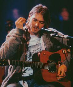 In the sun I feel as one by 𝓒𝓸𝓫𝓪𝓲𝓷 🚬 Gi Joe, Nirvana Kurt Cobain, Kurt Cobain Style, Kurt Cobain Quotes, Grunge, Donald Cobain, Foo Fighters, Kurt And Courtney, Music Bands