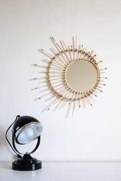 Créons ensemble le miroir soleil & lune grâce à ce DIY! Etape par étape, suis tous les conseils pour avoir cette pièce si tendance dans ton salon!