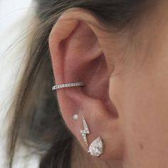 You notice, ear piercing isn't straightforward as ABC. Ear piercing is among the most well-known forms of body piercings. Piercings Bonitos, Conch Piercings, Cute Ear Piercings, Conch Piercing Jewelry, Conch Earring, Unique Piercings, Pear Diamond, Diamond Studs, Diamond Earrings