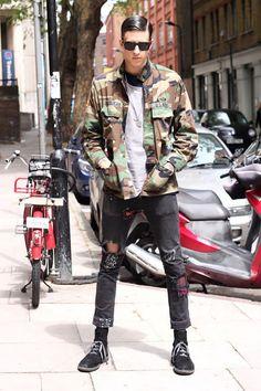 20 men that are killin the Street-Style Game with Camo - Goteo Fashion Hub, Best Mens Fashion, Style Fashion, Camouflage Fashion, Plain White Shirt, Model Street Style, Look Cool, Streetwear Fashion, Street Wear