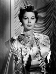 Ava Gardner in a Spanish dancers costume in a scene from the film 'The Barefoot Contessa' 1954 Ava Gardner Old, Ava Gardner Movies, Ava Gardner Frank Sinatra, Ava Gardner Photos, Old Hollywood Stars, Golden Age Of Hollywood, Vintage Hollywood, Hollywood Glamour, Hollywood Actresses