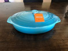 LE CREUSET LARGE OVAL COVERED CASSEROLE DISH BAKER SIZE: 3.75 QT COLOR: CARIBBEAN TURQUOISE BLUE MATERIAL: STONEWARE (BRAND NEW IN ORIGINAL BOX) DISCONTINUED ITEM ******PRICE IS FIRM***** Le Creuset Cookware, Casserole Dishes, Stoneware, Caribbean, Turquoise, The Originals, Box, Tableware, Color