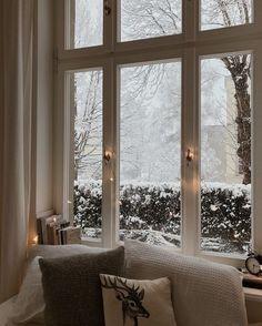 Christmas Aesthetic Wallpaper, Christmas Wallpaper, New Year Wallpaper, Ventana Windows, Interior And Exterior, Interior Design, Winter Magic, Winter Scenery, Cozy Christmas