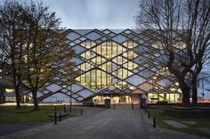 "dezeen: ""Twelve Architects applies diamond-patterned facade to Sheffield university building Pattern Architecture, Facade Architecture, Chinese Architecture, Futuristic Architecture, Building Facade, Building Design, Green Building, Mall Facade, University Of Sheffield"