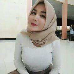 Beautiful Muslim Women, Beautiful Hijab, Gorgeous Women, Indonesian Girls, Hijab Tutorial, Girl Hijab, Hijab Chic, Muslim Girls, Beautiful Actresses