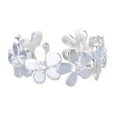 Joma jewellery silver plated daisy ring from Lizzielane.com £12.50 http://www.lizzielane.com/product/joma-jewellery-silver-plated-daisy-ring/
