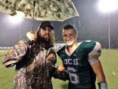 Jase supporting his son Reed at a rainy football game. What a great dad! Reed Robertson, Robertson Family, Duck Dynasty Cast, Duck Dynasty Family, Duck Commander, Quack Quack, Real People, Role Models, Favorite Tv Shows