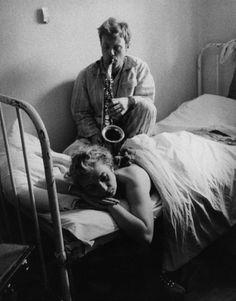 """trestresirraisonnee: """" Krzysztof Komeda with his wife, 1959. fot. Wojciech Plewiński """""""