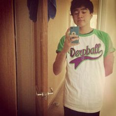 5SOS shirt modelled by the lovely Calum