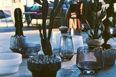 Den Abschluss unserer Fotostrecke bildet das 3-teilige Vasenset der Designerin Iina Vuorivirta. Durch das Hinzufügen von Pigmenten wird ein spannender Kontrast zur Transparenz des Glases erzeugt. Der Preis fürs 3er-Set: 24,99 Euro.