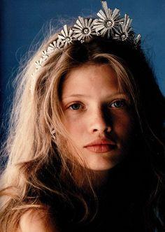 Princess - a different take on tiaras. Kate Middleton, Invisible Crown, Fairytale Fashion, Thierry, Tiaras And Crowns, Hippie Style, Hair Band, Hippy, Boho Fashion