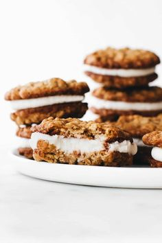 Homemade Oatmeal Cream Pies: Soft and chewy oatmeal cookies are sandwiched together with delicious vanilla buttercream to create the perfect dessert. Oatmeal Cream Cookies, Oatmeal Cream Pies, Raisin Cookies, Vegan Oatmeal, Best Dessert Recipes, Fun Desserts, Sweet Recipes, Delicious Desserts, Baking Recipes