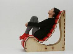 """Bajo el nombre de """"Linked"""", el diseñador Seungji Mun, nos presenta un mueble de diseño ergonómico hecho en madera enchapada que puede adoptar más de una posición mediante el ajuste de la cuerda que tiene, gracias al sistema de construcción de la estructura."""