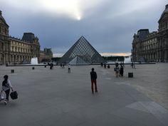 Le Louvre Louvre, Paris, Building, Travel, Montmartre Paris, Viajes, Buildings, Paris France, Destinations