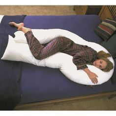 Versatile enough for side, back and stomach-sleepers, this cotton body pillow is designed to reduce pressure on the body to ensure a more restful sleep. Durably crafted and featuring a 200-thread count, this pillow makes a fine addition to any bedroom.