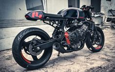 Honda Hornet Cafe Racer by Cardsharper Customs #motorcycles #caferacer #motos | caferacerpasion.com