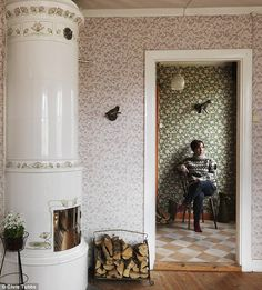 mixed patterns, wallpaper, Elisabeth Dunker's summer cottage | Photo: Chris Tubbs