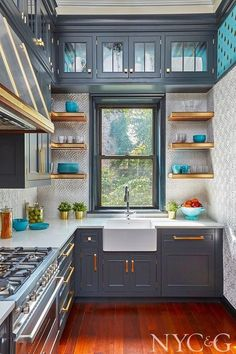 Favorite room of the week! is part of Mix And Chic Favorite Room Of The Week - This kitchen designed by Gary Ciuffo for the Brooklyn Heights Designer Showhouse looks absolutely amazing! The blueish gray cabinetry feels Kitchen Room Design, Home Room Design, Modern Kitchen Design, Home Decor Kitchen, Interior Design Kitchen, New Kitchen, Home Kitchens, Kitchen Ideas, Vintage Kitchen
