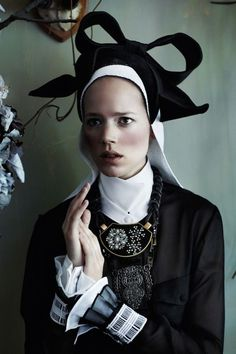 It's a nun?, Inspiration Calvinism, Mario Testino