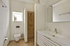 Arkitekttegnet hus - Kolding Mirror, Bathroom, Frame, Furniture, Home Decor, Kolding, Washroom, Picture Frame, Decoration Home