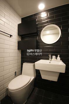 특히 화장실 타일 배색과 스타일 참고 Bath Design, Tile Design, Interior Lighting, Tile Floor, Toilet, House, Interior Design, Bathroom, Home Decor