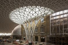 Work is nearing completion on the renovation of King's Cross Station and the new naturally daylit Western Concourse in London, designed by John McAslan + Partners in cooperation with Arup. Beautiful Architecture, Beautiful Buildings, Art And Architecture, Landscape Concept, Thing 1, Building Structure, Glass Roof, Construction, Design