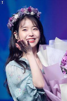 IU 190504 Gnal-n Fanmeeting Kdrama, Warner Music, Korean Actresses, Celebs, Celebrities, Japanese Fashion, Girl Pictures, Kpop Girls, Good Music