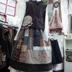 """좋아요 17개, 댓글 1개 - Instagram의 임경이(@a01075019218)님: """"분홍퀼트자수 #퀼트#부산#퀼트더하기자수#퀼트조끼#퀼트스커트#프랑스자수#2015웨어러블작품#레이스장식#비즈장식"""" Hand Quilting, Vintage Fabrics, Sustainable Fashion, Upcycle, Apron, Girl Fashion, Jeans, Quilts, Embroidery"""