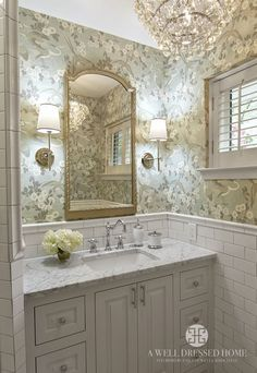 Powder room with floral wallpaper & gold fixtures Bad Inspiration, Bathroom Inspiration, Baños Shabby Chic, Shabby Cottage, Bathroom Renos, Master Bathrooms, Bathroom Ideas, Bathroom Designs, Bathroom Sconces