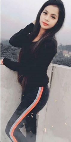 Beautiful Girl Makeup, Beautiful Girl Photo, Beautiful Girl Indian, Dehati Girl Photo, Girl Photo Poses, Teenage Girl Photography, Girl Photography Poses, Stylish Girl Images, Stylish Girl Pic