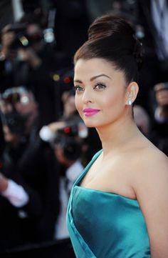 Celebrity Makeup: Aishwarya Rai At Cannes 2013 World Most Beautiful Woman, Beautiful Eyes, Gorgeous Women, Mangalore, Indian Film Actress, Indian Actresses, Bollywood Hairstyles, Aishwarya Rai Bachchan, Blue Gown