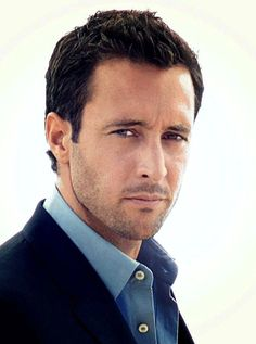 ALEX O'LOUGHLIN | Commander Steve McGarrett, Hawaii Five-0....Be still my heart!! Only if I was younger, this man is gorgeous and sexy...