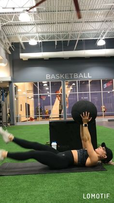 Discover how to carry out floor flys-- a bodyweight workout that targets the chest and shoulders. It's surprisingly efficient at burning fat. Find out how to do Flooring Flys with this workout video. Six Pack Abs Diet, Six Abs, 6 Pack Abs Workout, Abs Workout Routines, Abs Workout For Women, Workout Videos, Great Ab Workouts, Effective Ab Workouts, Toning Workouts